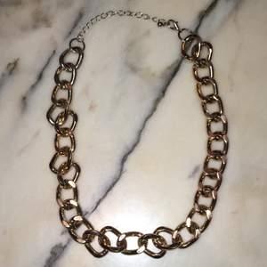 Ett fint halsband (inte äckta guld) säljer pga kommer inte till användning