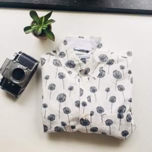 Fin killskjorta från samsøe i regular fit. Knappt använd pga fel storlek. Unisexvänlig.  Köparen står för fraktkostnad - eller hämtar varan i centrala Gbg!