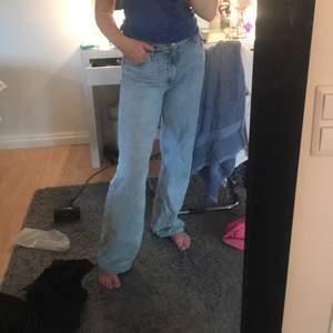 Säljer dessa snygga jeans som är ifrån monki som tyvärr inte används längre, köparen står för frakt