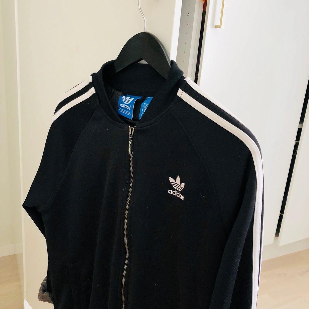 Köparen står för frakten som ligger på 44kr☺️. Huvtröjor & Träningströjor.