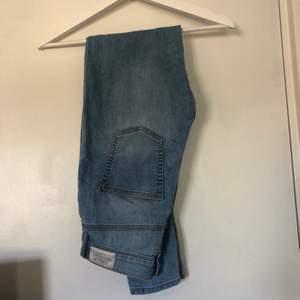 Jeans från Cheap Monday. Stretchiga och väldigt sköna jeans, höga i midjan. Priset går att diskutera och köparen står för frakt.