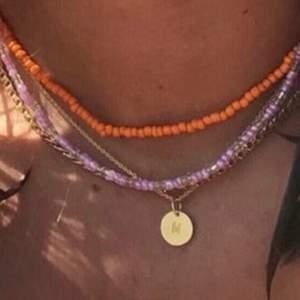 Kollar om någon skulle vara intresserad av halsband som jag gör själv. Finns i olika färger och man kan få det som man själv vill. Gör även ringar för 5kr styck