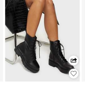 Säljer dessa skor i storlek 38! Knappt använda och superfint skick