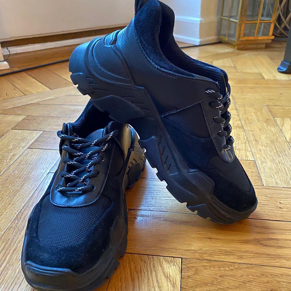 Black sneakers from Minimarket Stockholm. Size 37. Made in Portugal. . Skor.
