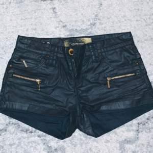 Läder imitation shorts, så snygga tyvärr får de gå till en lycklig köpare då jag inte får på mig de 😭❤️ frakt tillkommer