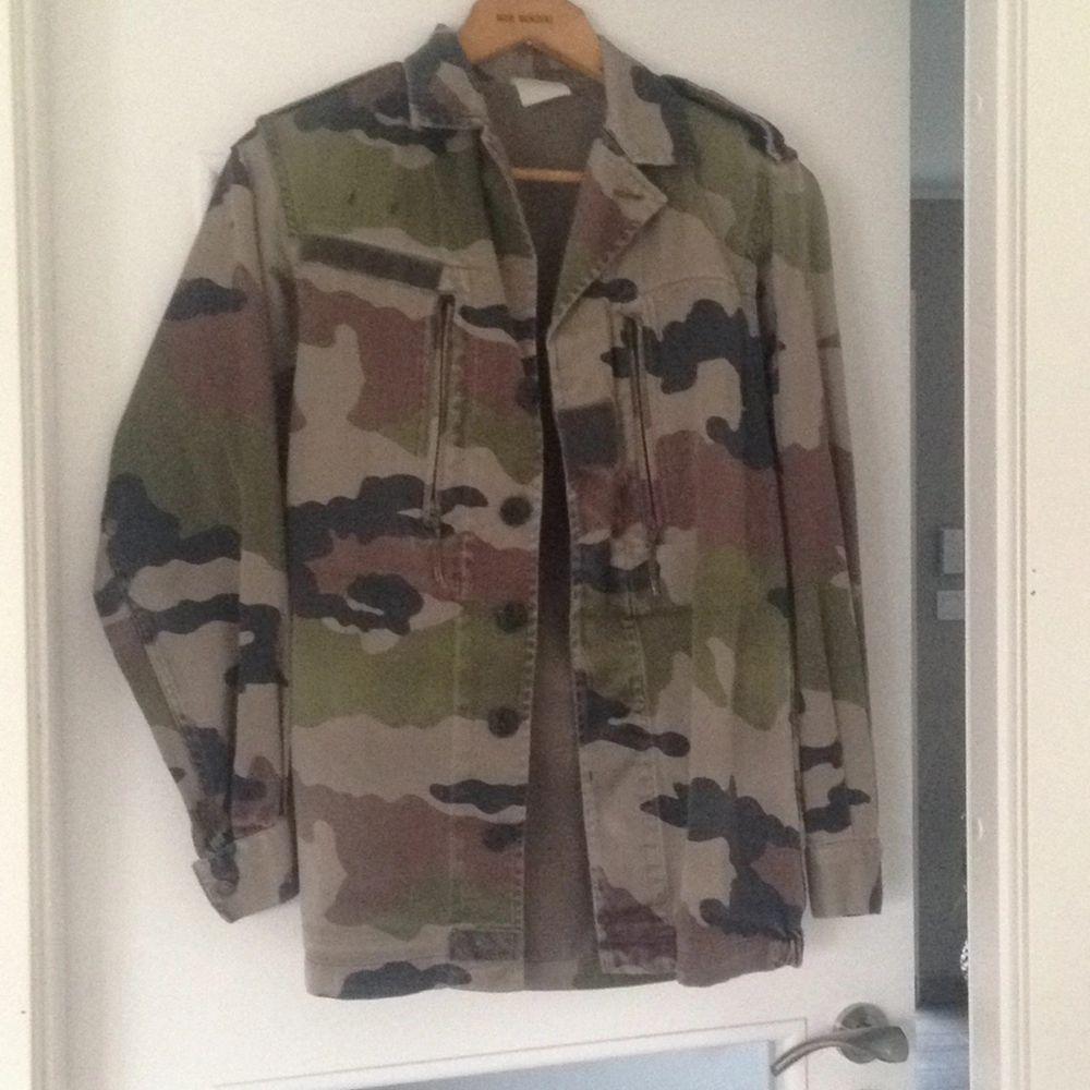 En skitsnygg vintage militärjacka som är lite oversize. Kan skickas mot fraktkostnaden . Jackor.