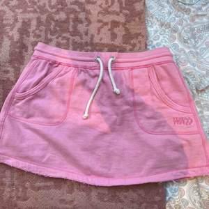 Cool mjuk rosa kjol från WA i storlek 38💖💖🌷du står för frakten!