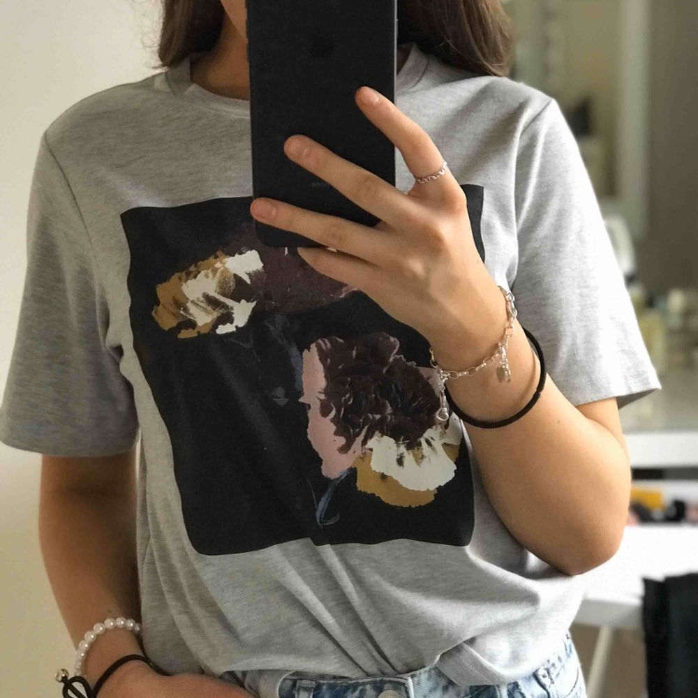 T-shirt från Carin Wester🤩 frakt tillkommer . T-shirts.