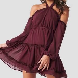 Söt klänning från NA-KD  Prutbar, frakt tillkommer på 40 kr💖