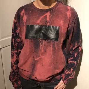Jag säljer denna sweatshirt från Cubus i storlek S. Skriv om du har någon fråga eller är intresserad❤️