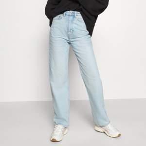 Säljer mina weekday jeans i modellen Rowe då de är lite korta på mig.