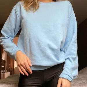 Jättesöt babyblå sweatshirt från en butik i usa🤍💘✨💘🤍💘 Storlek S/M frakt tillkommer ✨