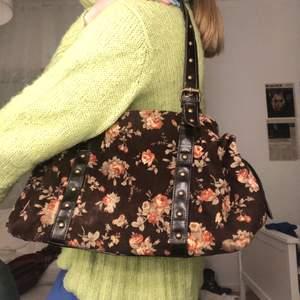 Jättefin blommig väska! FRAKT PÅ 63KR TILLKOMMER!!💞💕💘