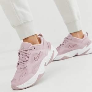 Suuuperfina Nike sneackers. Färg: plum chalk. Nytt skick😍