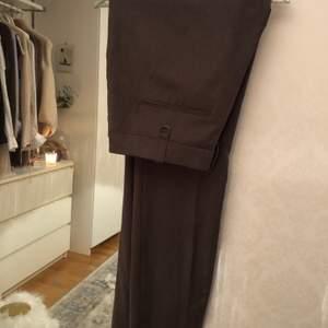 Raka kostymbyxor från Stockholm LM. Super fint skick, storlek 40.