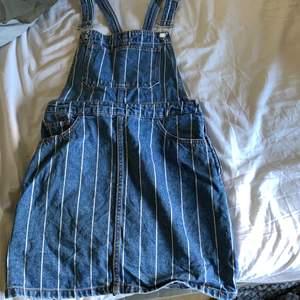 En fin hängsel klänning, strl 38, Från hm. Super bra skick & en super fin klänning. Du betalar frakten💕