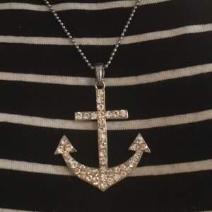 ett halsband med en ankare som jag köpte för ett tag sen ord - 80kr säljer för 50kr!  köparen står för frakt men kan även mötas upp i stockholm