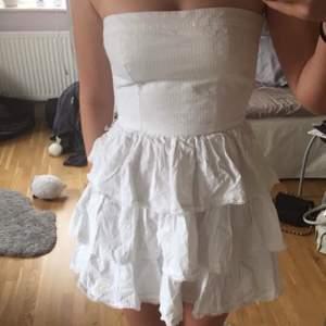 Super fin klänning som passar till skolavslutningen!❤️ Från abercrombie & fitch 💕 Strl S passar även xs💕 200kr Använd 1 gång IG bloppis_jaoo