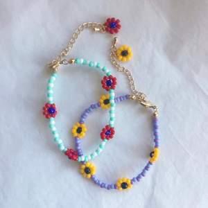 Säljer jättefina handgjorda smycken. Kontakta mig för egen beställning🤍