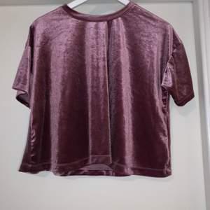 Fin tröja! Har använt den en gång, passar både S/XS