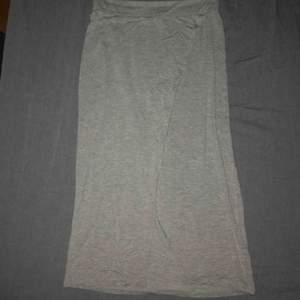 Grå lite längre kjol från hm