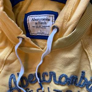 Hej jag säljer en Abercrombie & fitch hoodie i storlek small. Säljer den för 100kr ink frakt.