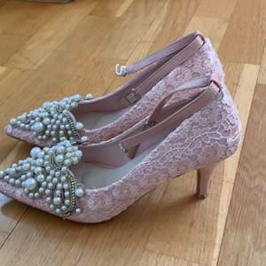 Dam skor. Kan posta då köparen står för frakt 😀😀😍.