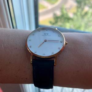 Selling this Daniel Wellington watch because recently I was gifted a new one! Shipping is included in the price🥰