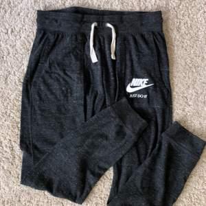 Nike byxor i väldigt bra skick! Frakt tillkommer 🥰
