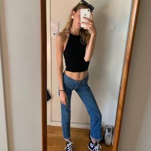 Filippa K jeans i storlek  XS/34🥰🥰 Verkligen suuupersnygga men tyvärr för små i storleken! Frakt tillkommer🥰🥰