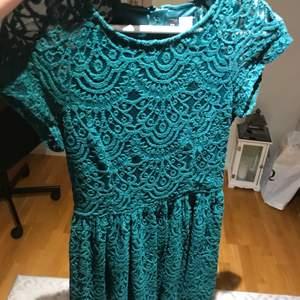 Jätte fin grön klänning från Kappahl. Sitter väldigt bra på och har även ett jätte fint material.