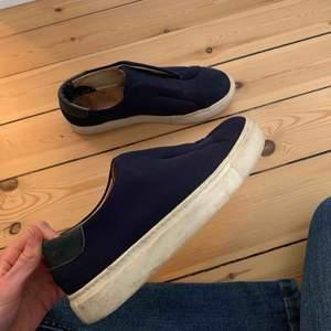 Jättefina skor ifrån Marlene Birger. Storlek 38 men passar mig som har 39 egentligen. Liknande eytys doja. Knappt använda. Nypris över 2000kr