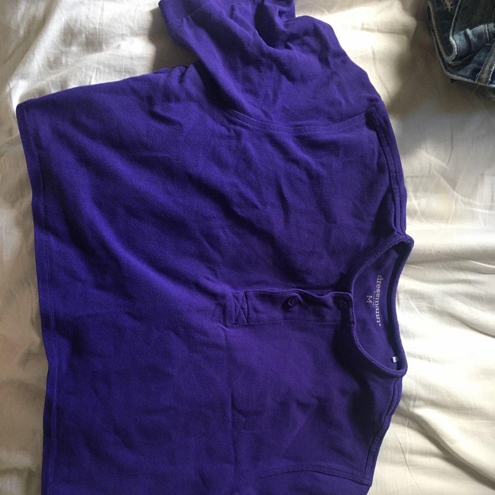 Mkt uppsydd as u can see på andra bilden. Är från dressman så storleken är egentligen för män.. T-shirts.