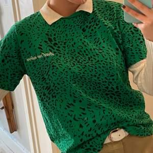 Köpte denna fina tröja för 500kr! Säljer den för 250kr