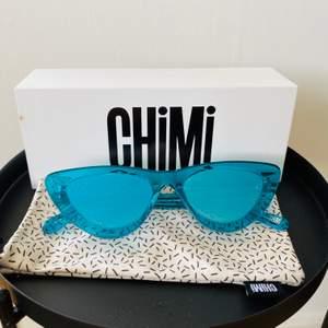 Solglasögon från Chimi Eyewear, Aqua #006