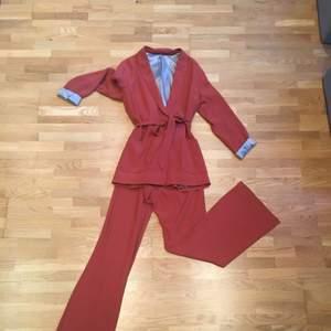 Kostymset från Tiger of Sweden. Använd fåtal gånger.
