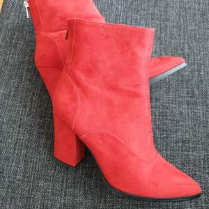Red ankle boots with block heel - super comfortable, worn twice - original price 699kr