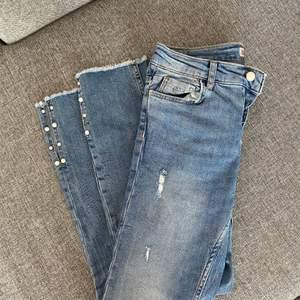 Jeans från zara, knappt använda. Köpare står för frakt.