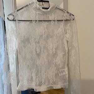 Köpt från Bikbok, endast använd när ja provat tröjan. Alltså helt ny.