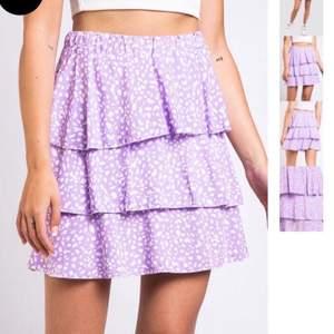 Populär slutsåld kjol från madlady i storlek M. Skulle även kunna passa S. Endast testad bud just nu på 250 kr