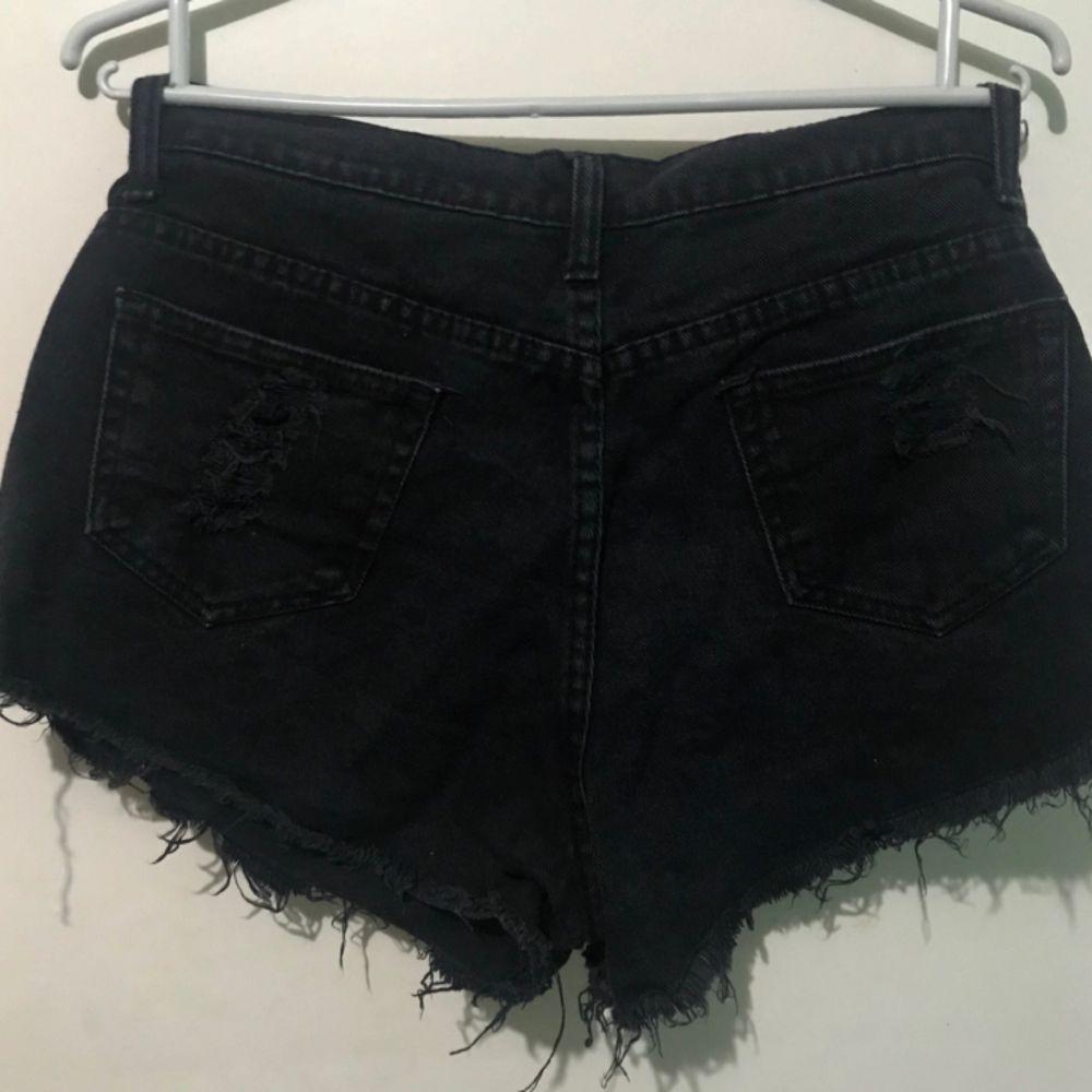 Svarta shorts. Shorts.
