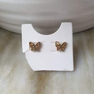 Supersöta fjärilsörhängen som aldrig kommer till användning! Köparen betalar frakt. 11kr
