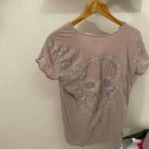 Zadig T-shirt i storlek S typ. 200kr inkl frakt