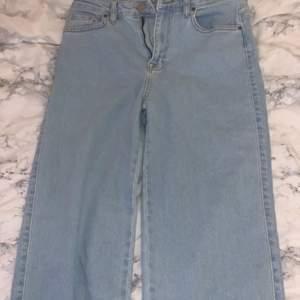 Blåa vida jeans från madlady. Alldrig använda storlek 38