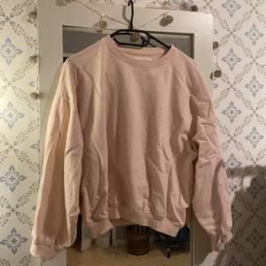 Babyrosa sweatshirt i lite ballongmodell. Aldrig använd! Köpt från ASOS