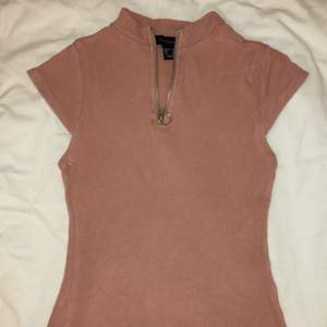 laxrosa tröja med kedja strl 34, 45kr (ej inkl frakt) ej använd, kontakta mig vid intresse ev. frågor/ fler bilder 🥰