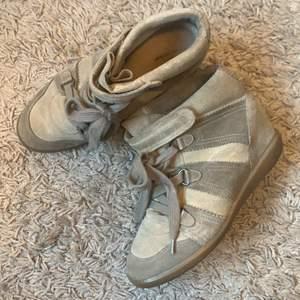 Har nu blivit dags att sälja dessa då de tyvärr inte kommer till använding längre och bara står i garderoben.