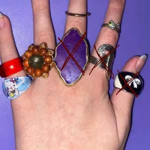 säljer lite olika smycken! 30kr per ring, 50kr för ett par örhängen, 30kr per armband. skriv för mer info