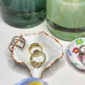 Perfekta julklappen💕Så söt smyckeshållare vi gjort själva! Buda om fler är intresserade🌹 #plickgift