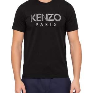 Säljer nu min kenzo t shirt som är helt ny och använd på grund av att den inte passade mig när jag fick hem den. Bilder finns på den riktiga tröjan för den som är intresserad. Modellen passar både dam och herr.